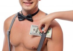 Sensuelt strip show med mandlig stripper